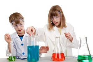 kids_doing_science_experiments